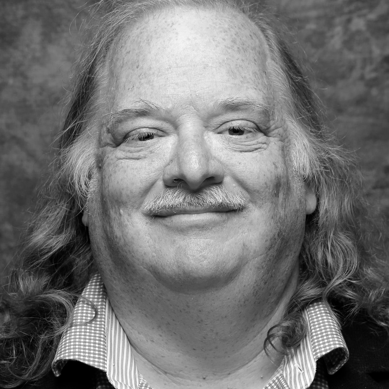 Jonathan Gold eats as if his manhood depended on it—he fears only scrambled eggs.